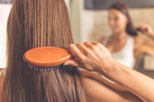 Stylista gwiazd o tym dlaczego NIGDY nie powinnaś czesać włosów rano!
