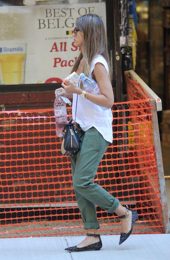Jessica Alba w spodniach Simon Cuffed (FOTO)
