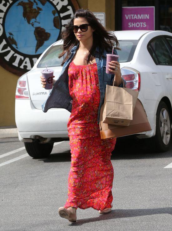 Jenna Dewan w sukience w płatki róż (FOTO)
