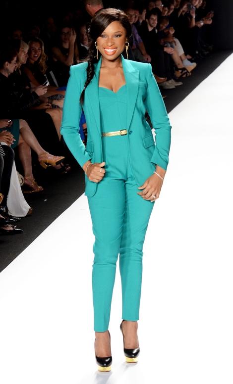 Jennifer Hudson w garniturze od Michaela Korsa (FOTO)