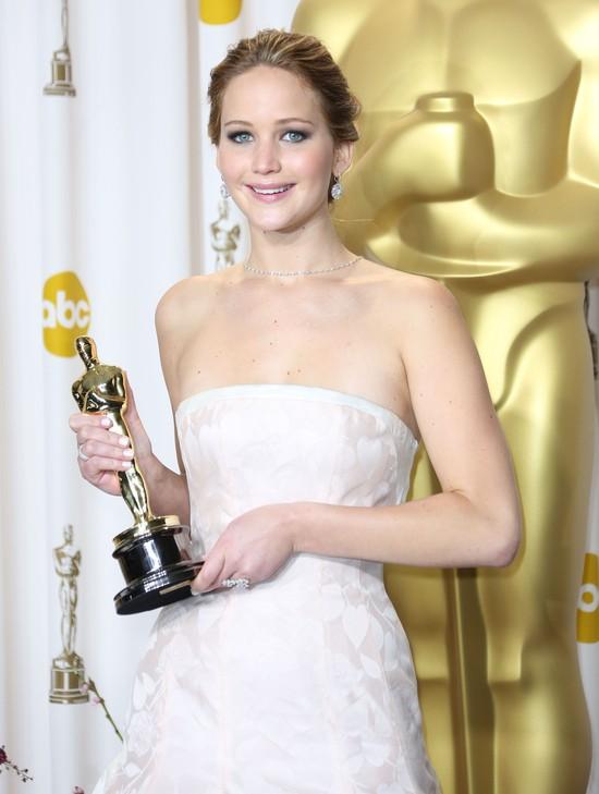 Jennifer Lawrence odebrała Oscara w sukni Diora (FOTO)