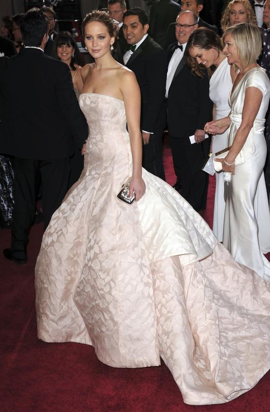 Dlaczego Jennifer Lawrence upadła idąc po Oskara?