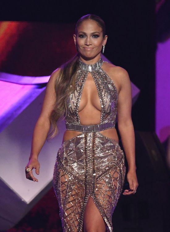 Afera na Instagramie Jennifer Lopez... Fani myślą, że przerabia swoje zdjęcia