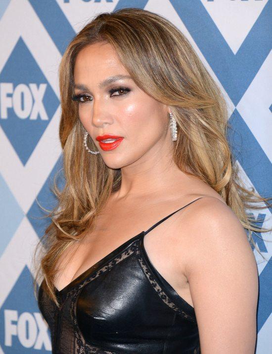 Jennifer Lopez w skórzanej minisukience (FOTO)