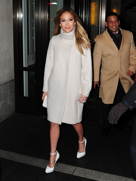 Jennifer Lopez cała w bieli (FOTO)