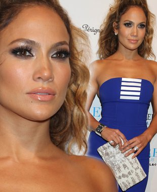 Jennifer Lopez w szafirowej minisukience (FOTO)