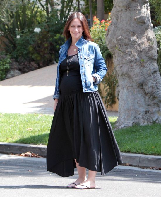 Jennifer Love Hewitt w ciążowej stylizacji (FOTO)