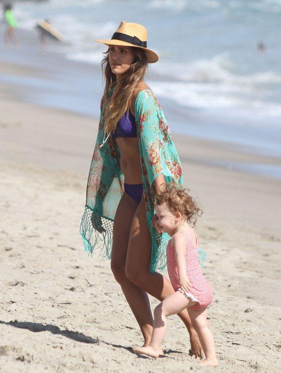 Jessica Alba vs. Hayden Panattiere