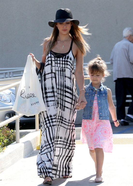 Jessica Alba w sukience maxi (FOTO)