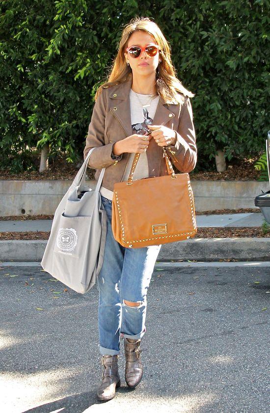 Jessica Alba w skórzanej kurtce (FOTO)
