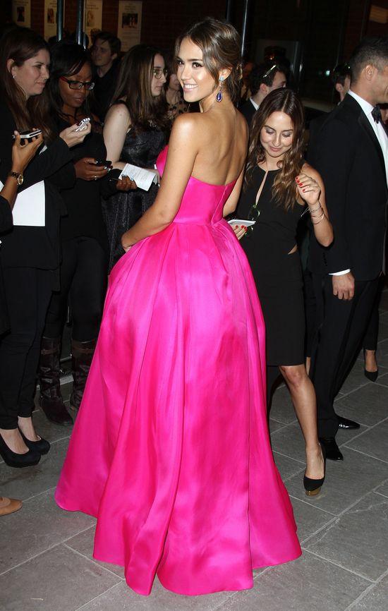 Jessica Alba w różowej sukni (FOTO)
