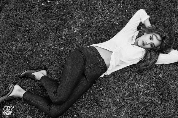 Jessica Alba wygrała internety najnowszą kampanią swoich jeansów (FOTO)