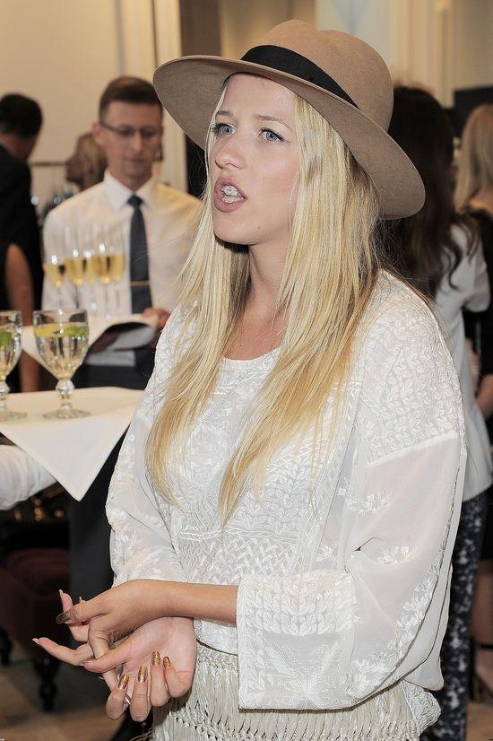 Jessica Mercedes w piżamie i bez grama makijażu (FOTO)