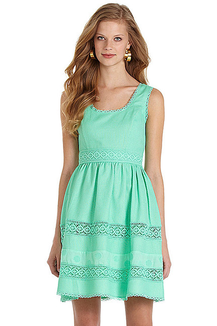 Zooey Deschanel w sukience od Jessiki Simpson (FOTO)