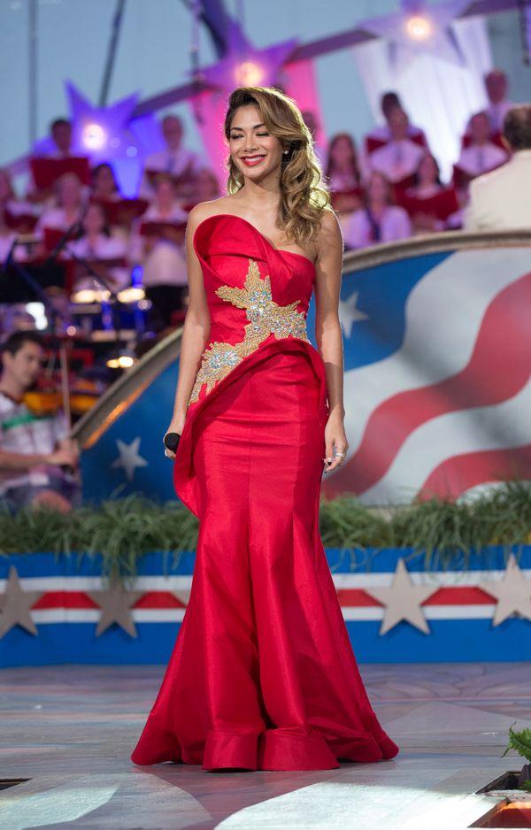 Nicole Scherzinger - biała kontra czerwona suknia (FOTO)