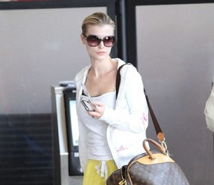 Joanna Krupa w dresie na lotnisku!