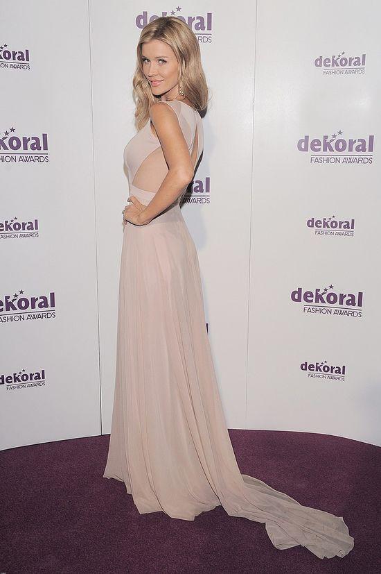 Joanna Krupa w powłóczystej sukience (FOTO)