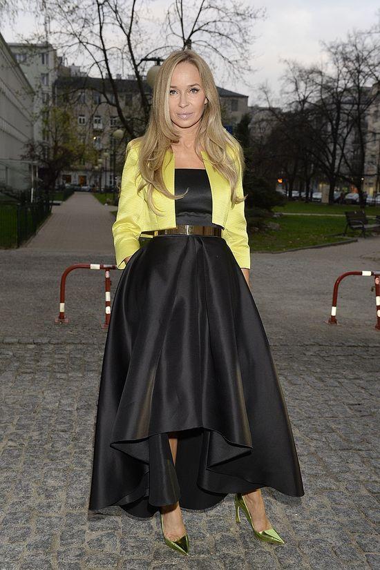 Joanna Przetakiewicz w czarnej sukni La mania