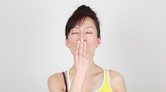 Tydzień z jogą twarzy. Dzień  3 - bruzdy nosowo wargowe
