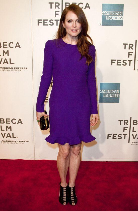 Julianne Moore w fioletowej sukience