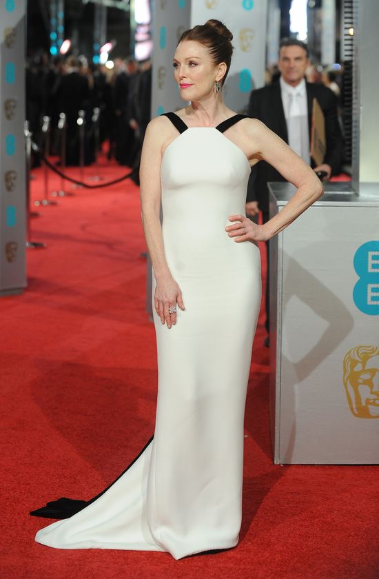Wspaniałe krecaje gwiazd na rozdaniu BAFTA 2016 (FOTO)