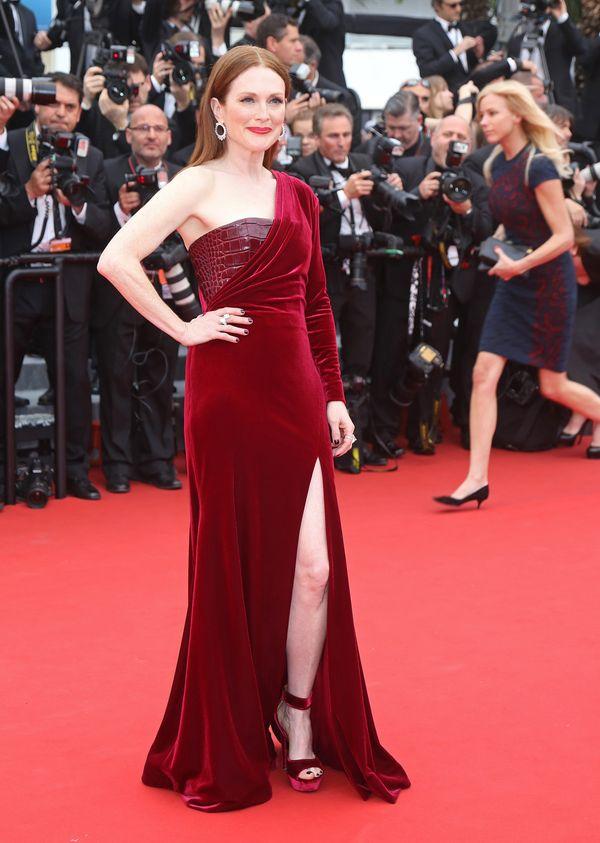 Gwiazdy w czerwonych sukniach na czerwonym dywanie w Cannes