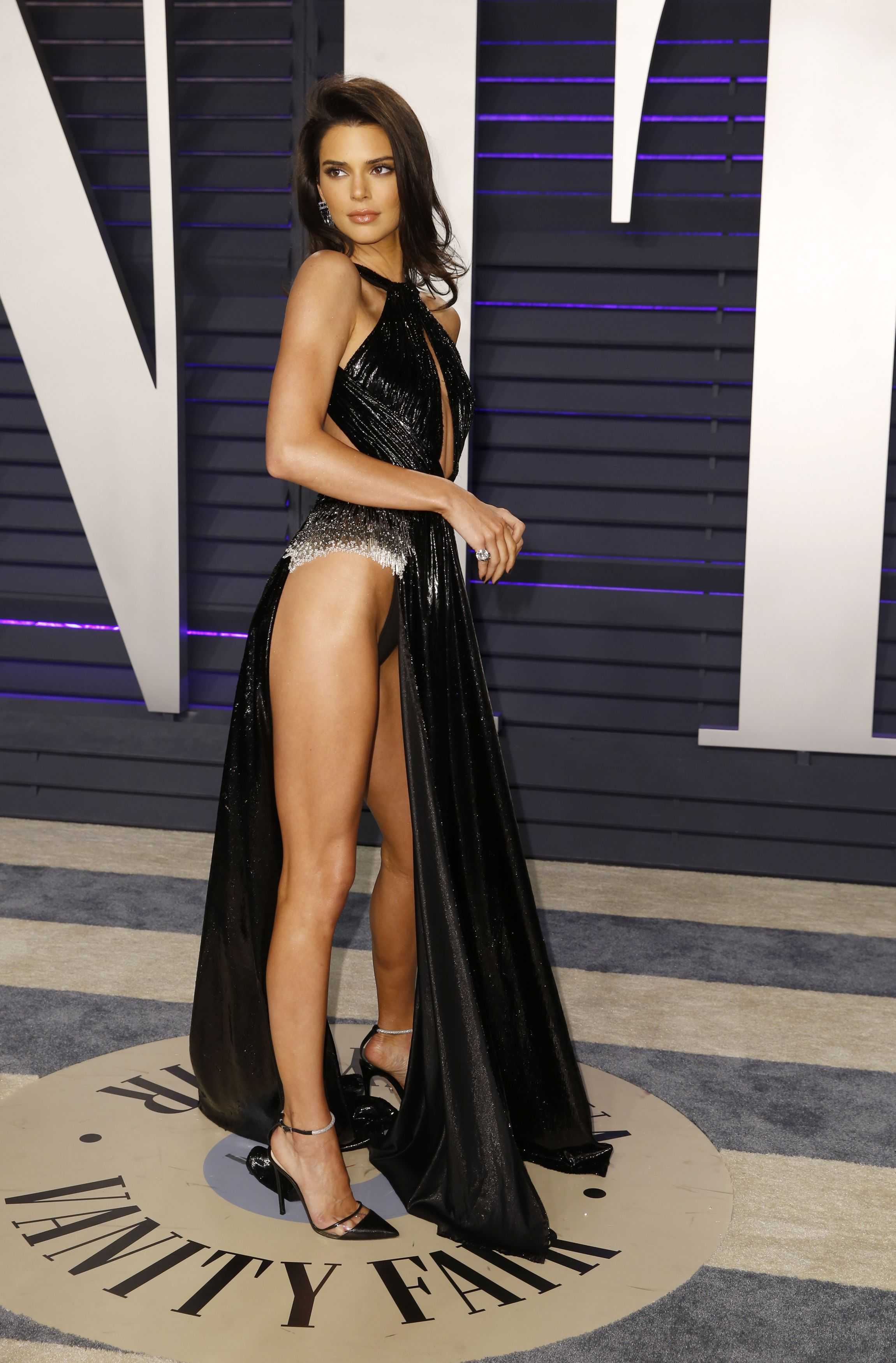 Internauci nie wiedzą jak nazwać kreację Kendall którą nosiła w oscarowy wieczór