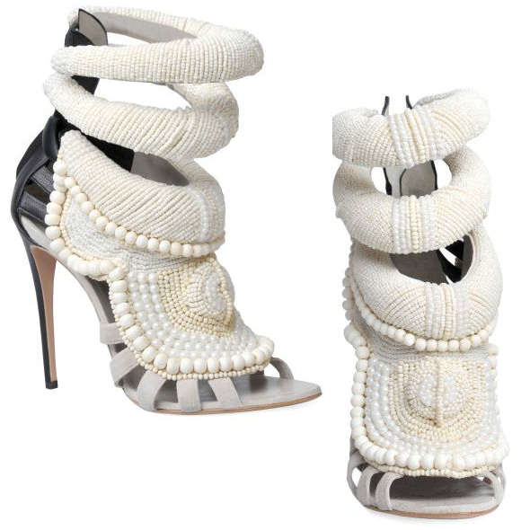 Sara Mannei pokazała ślubne buty - koszmarki? (FOTO)