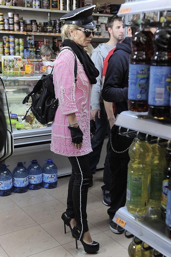 Doda w różowym płaszczyku (FOTO)