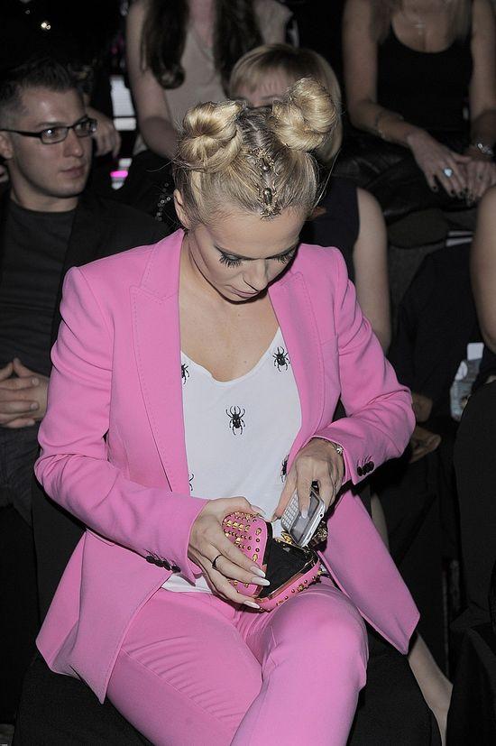 Różowa Doda w skarabeuszowej stylizacji (FOTO)