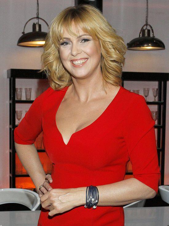 Ewa Wachowicz chwali się figurą w czerwonej sukience (FOTO)