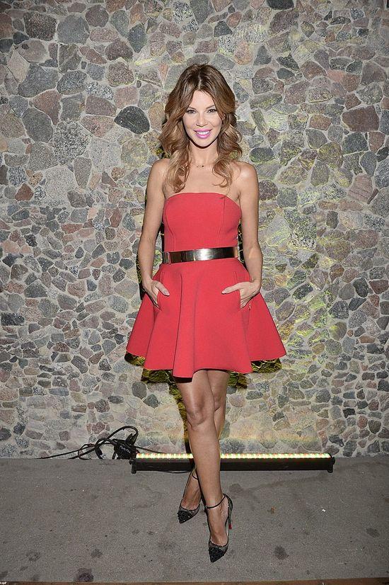 Kwitnąca Edyta Górniak w czerwonej sukience (FOTO)