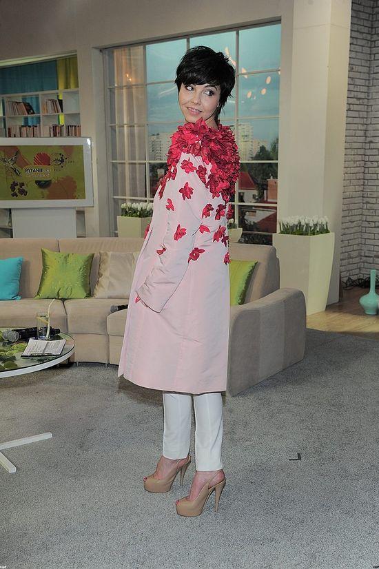Paulina Drażba w płaszczu ozdobionym kwiatami (FOTO)