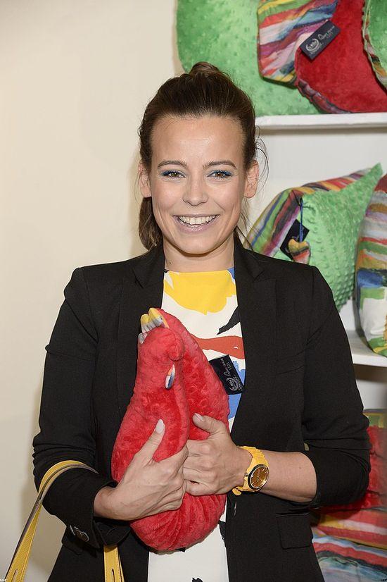 Kwitnąca Anna Mucha promuje akcesoria dla dzieci (FOTO)