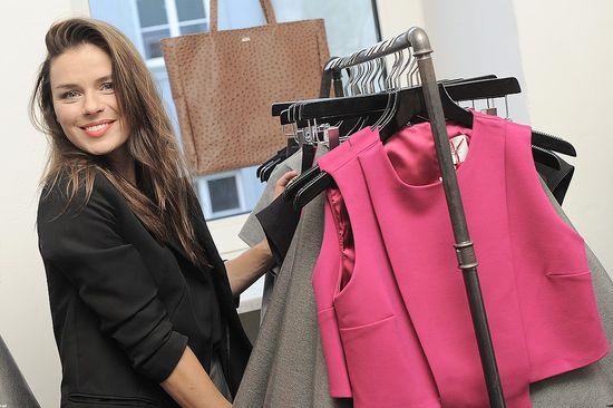 Elegancka Natasza Urbańska promuje swoją nową kolekcję