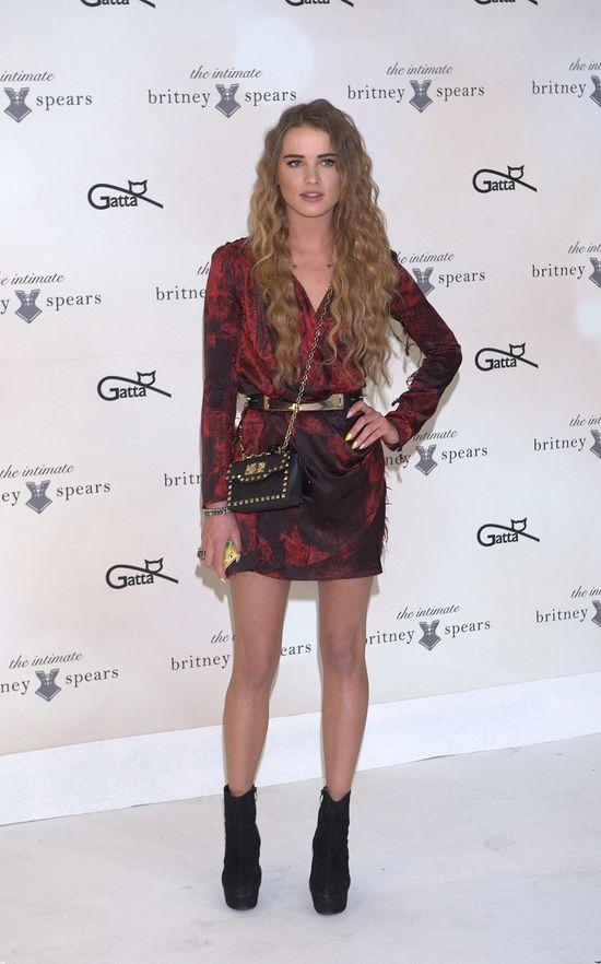 Maffashion w sukience Balmain i z torebkę Valentino