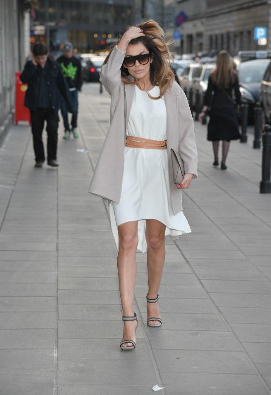 OMG! Natalia Siwiec w jeansowej stylizacji zmasakrowała nogi photoshopem!