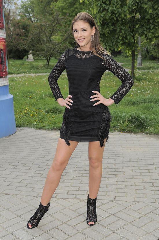 Rockowa Klaudia Halejcio w małej czarnej sukience (FOTO)