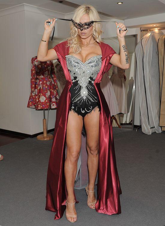 Doda pokazuje swoje nowe kostiumy (FOTO)