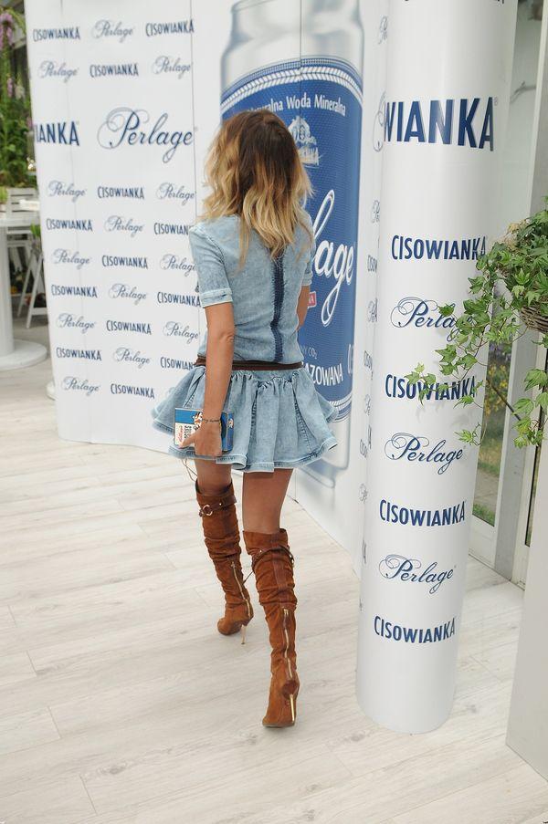 Natalia Siwiec w jeansowej minisukience na pokazie Bizuu