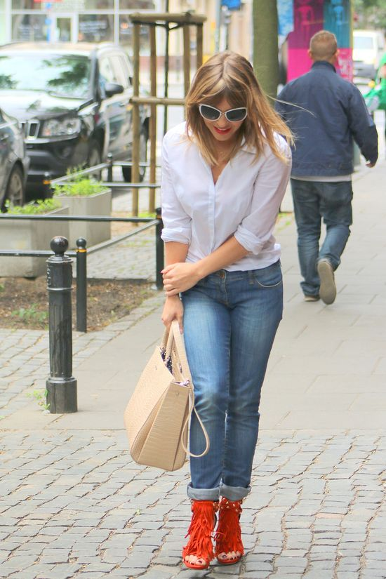 Edyta Herbuś w modnych sandłkach z frędzlami (FOTO)