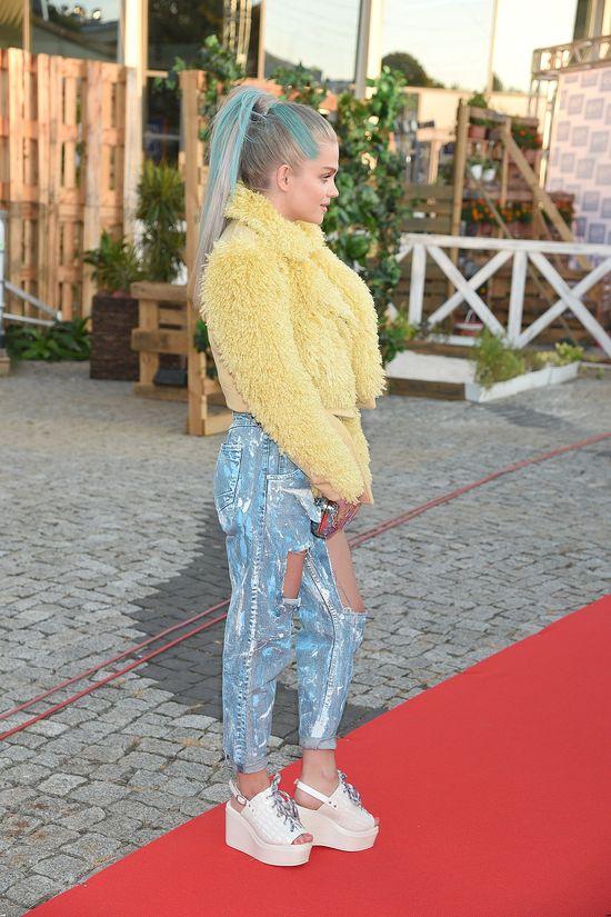 Margaret w żółtym futrze i dziurawych jeansach (FOTO)