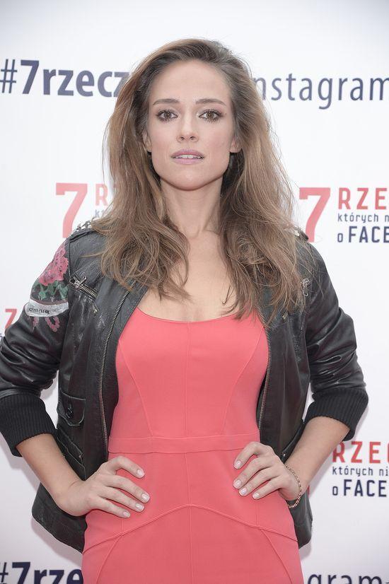 Alicja Bachleda-Curuś w malinowej sukience (FOTO)