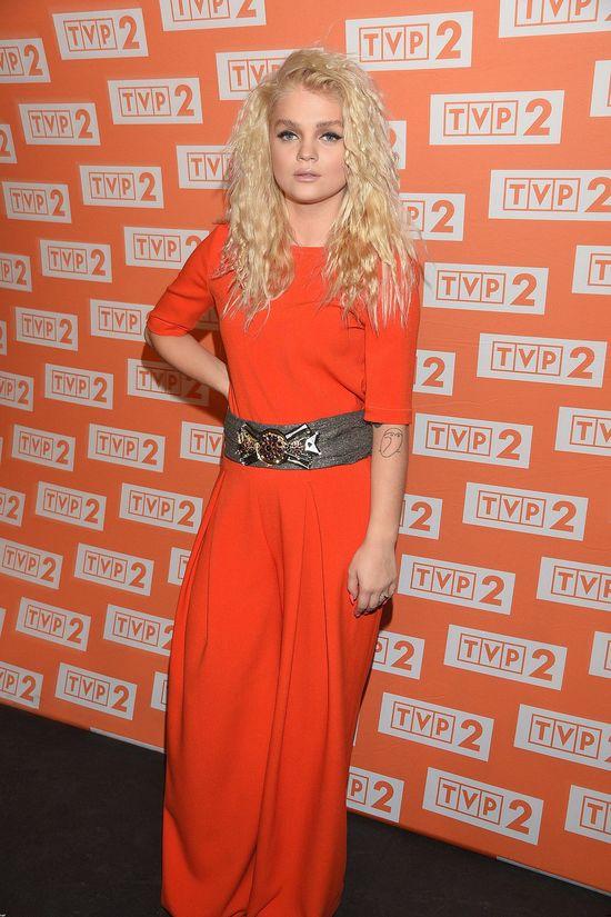 Margaret w pomarańczowej sukience maxi (FOTO)