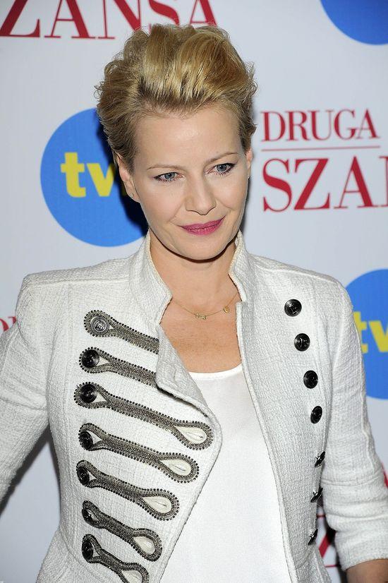Małgorzata Kożuchowska z przedziałkiem na środku głowy