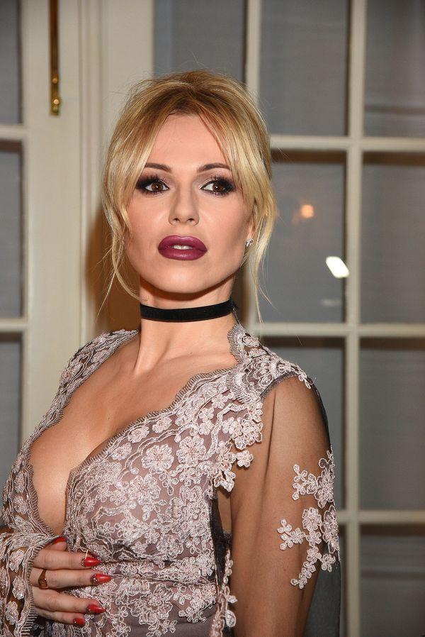 Doda polubiła technikę konturowania piersi? (FOTO)