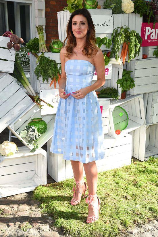 Klaudia Halejcio w błękitnej rozkloszowanej sukience (FOTO)