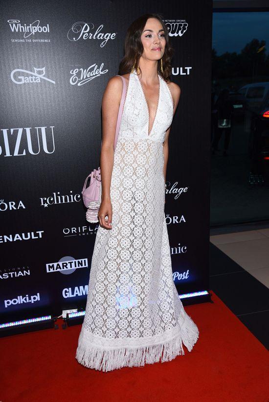 Paulina Krupińska jak w sukni ślubnej na pokazie Bizuu (FOTO)