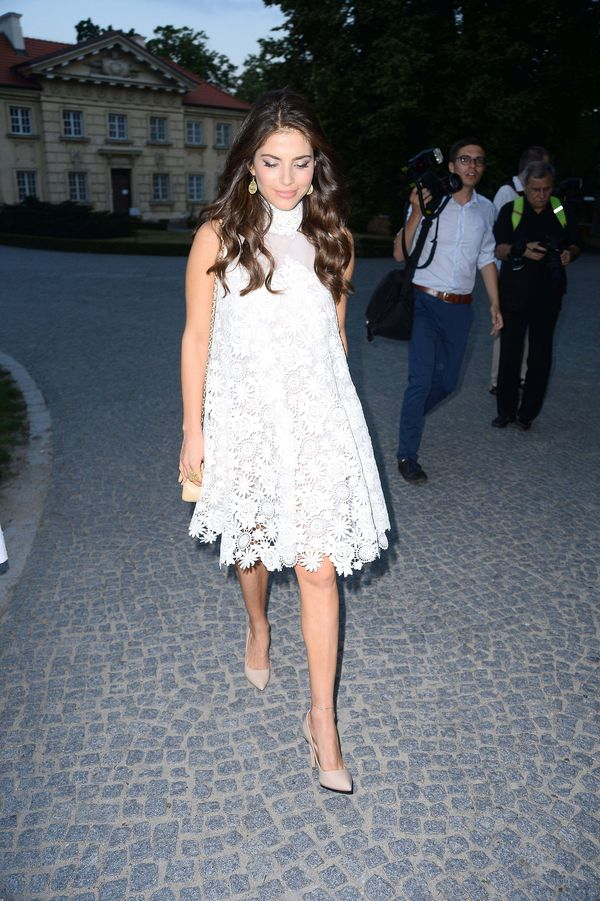 Weronika Rosati na imprezie Raffaello w sukience od...