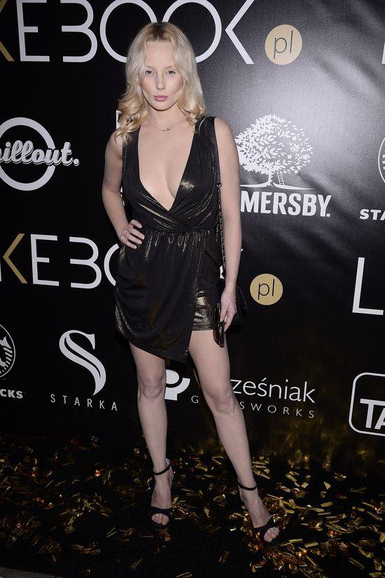 Jagoda Judzińska na imprezie sprawdzała, czy wypada jej biust (FOTO)